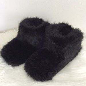 NWT UGG Black Amary Faux Fur Slippers Sz-7
